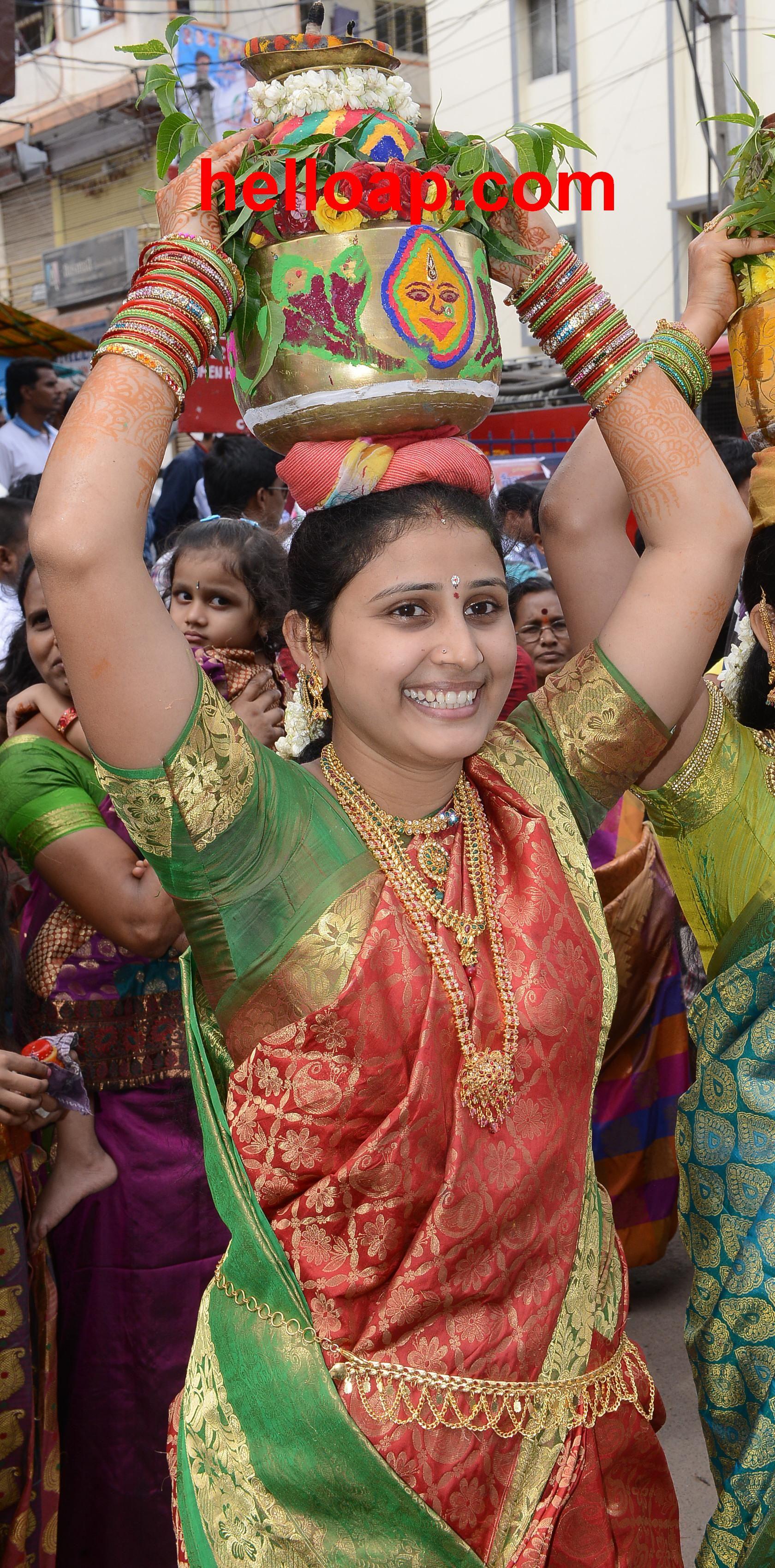 Telugu hyderabad old city aunty exposed in movie theatre 10
